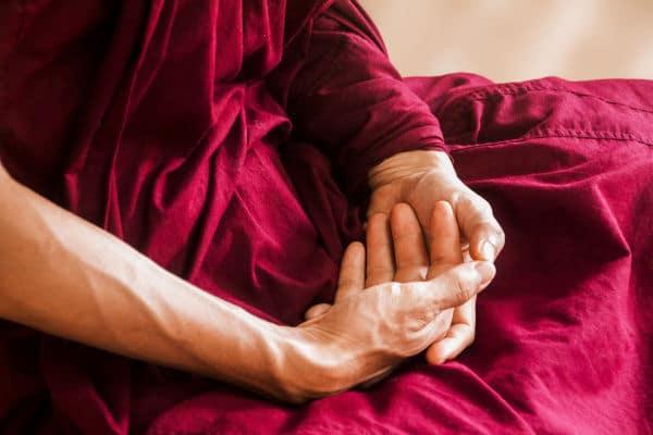 Erfahrungsbericht Selbstheilung nach Herzinfarkt_Meditierende Hände